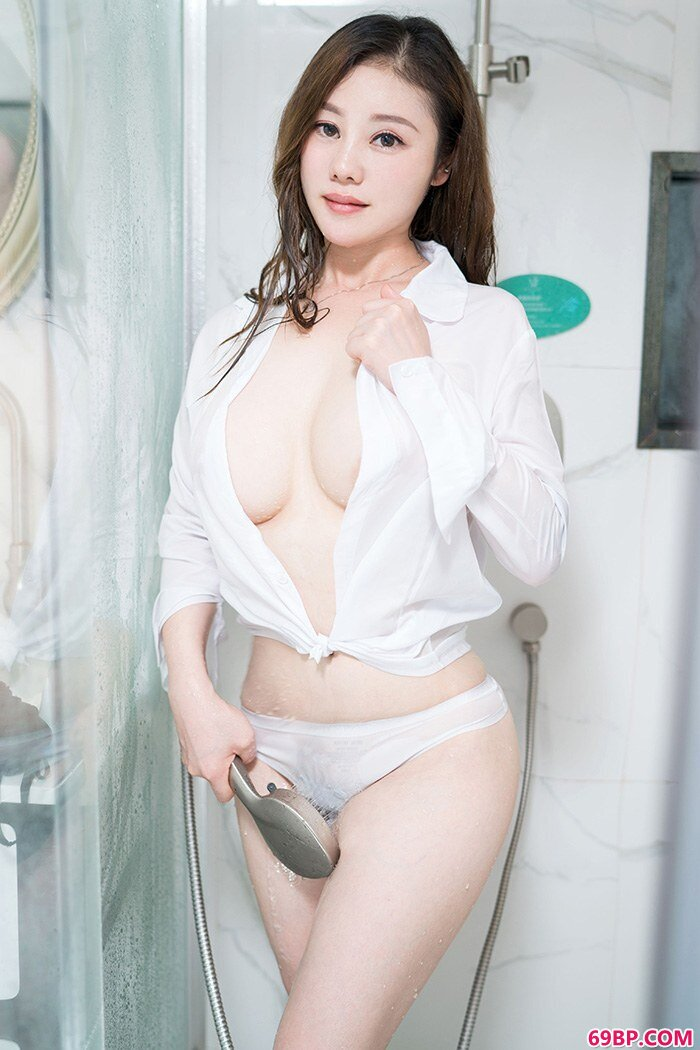 精品美妇雪千紫薄纱罩体美乳隐现_人休艺术摄影