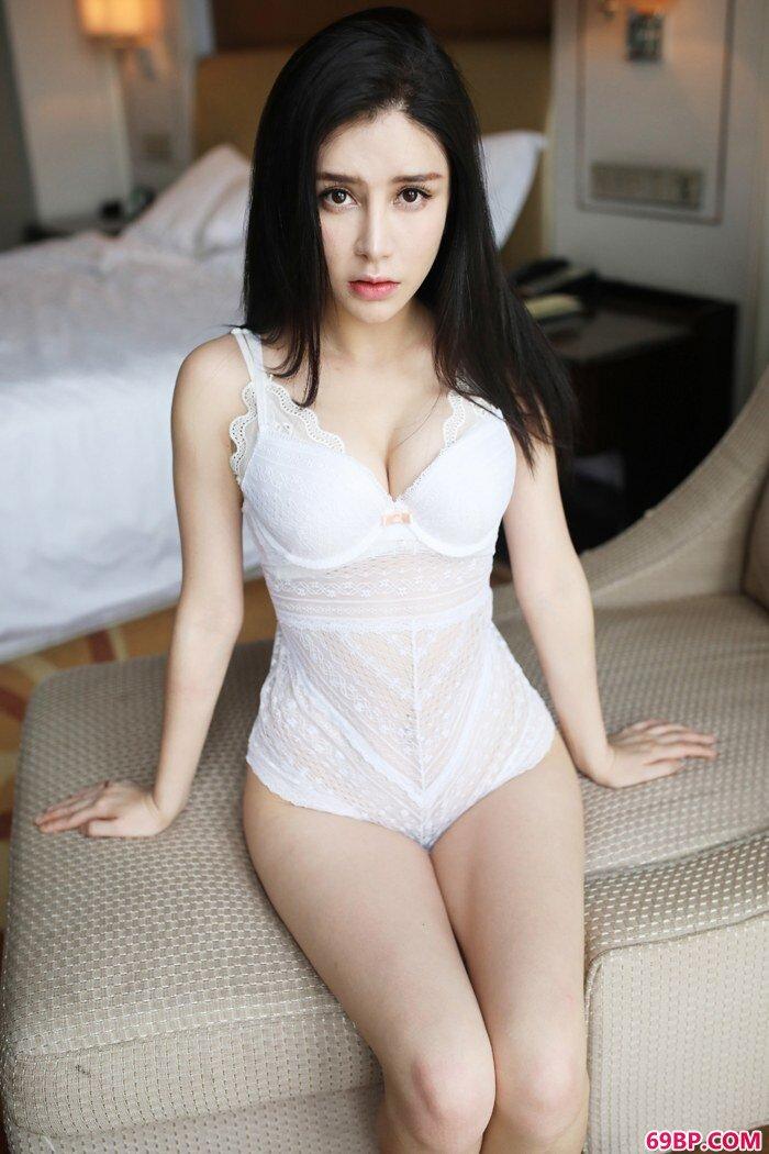 绝品嫩模李七喜前凸后翘香艳诱惑_好湿好爽24p