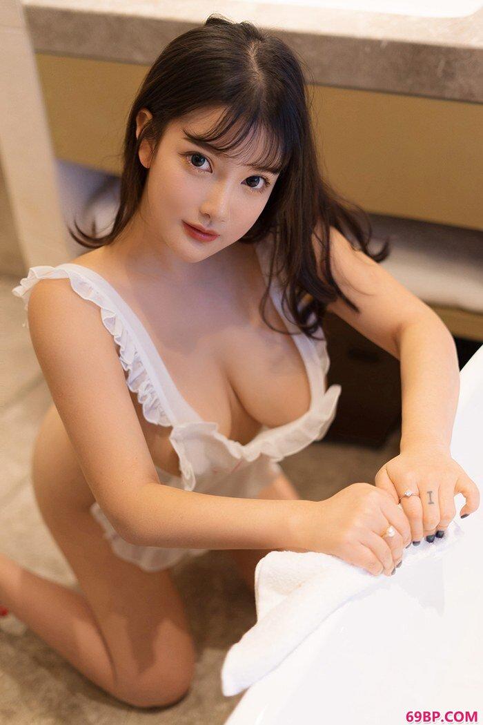 爆乳女仆小尤奈裸身围裙胴体白净_美女极品美�N人人体
