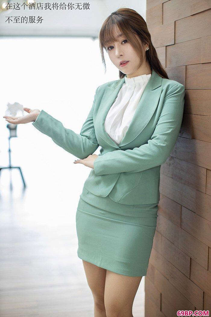 靓妹接待王雨纯丝袜制服为您服务_嫩模流水了150p