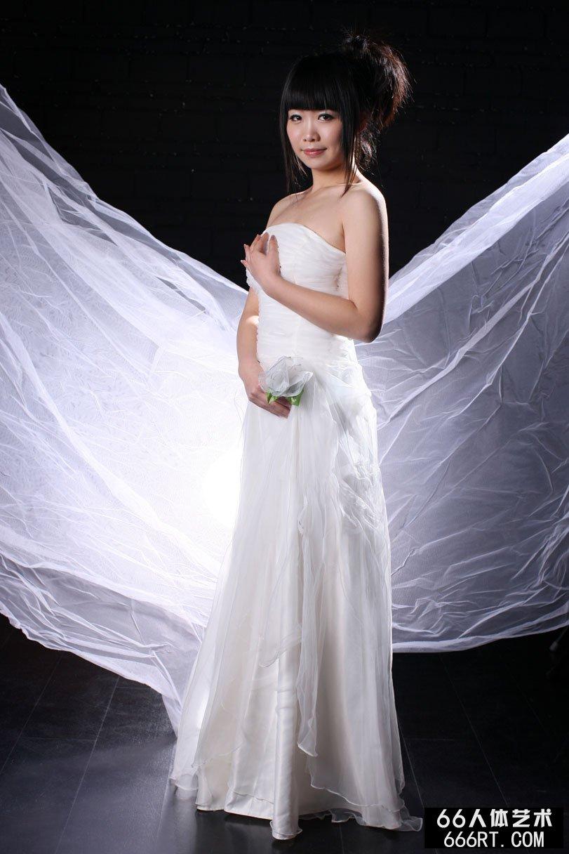 日本大胆露鲍艺术图片_美模晶晶10年3月9日室拍白纱裹体