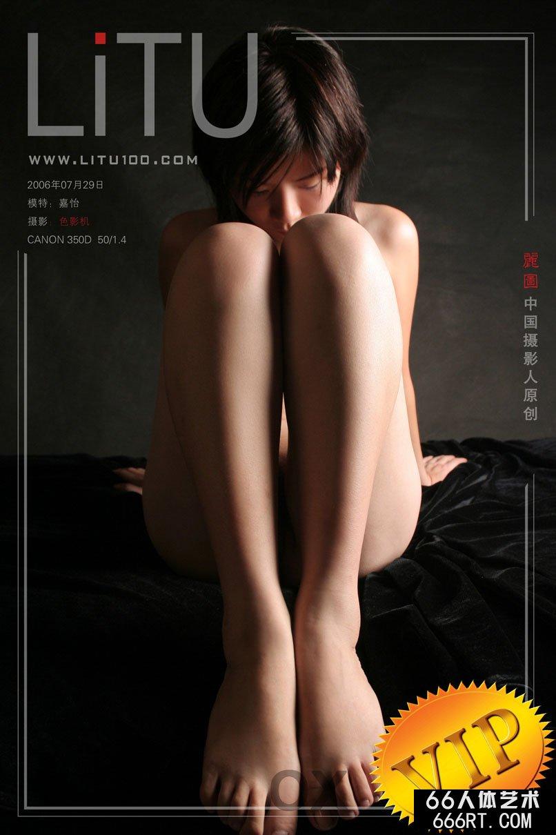 超模嘉怡06年7月29日黑色背景室拍,gogo茶雪人体