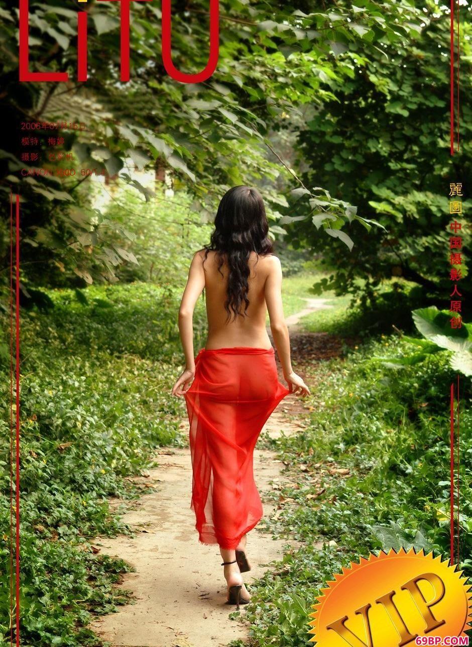 嫩模梅婷农村小路上的魅惑人体