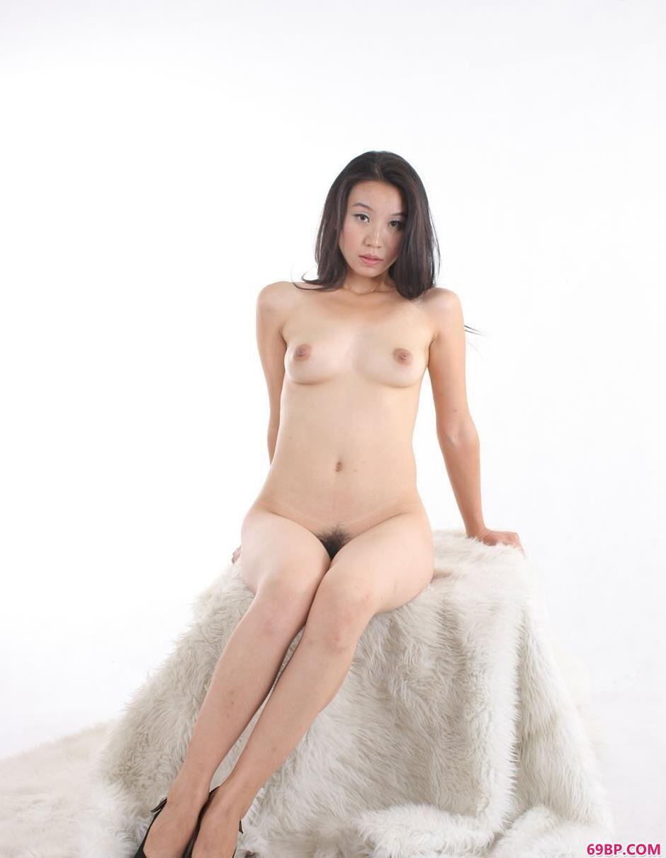 金灵白色背景室拍毛毯上的人体3,GOGO天海翼人体写真