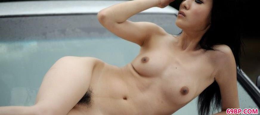 性感裸模晓荷雨后的稚嫩