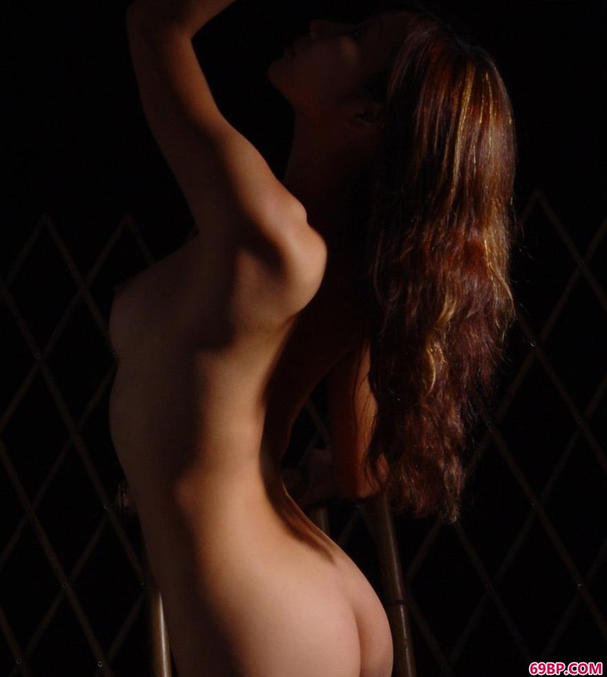 GOGO美女人体艺摄影,美模依嘉室拍人体3