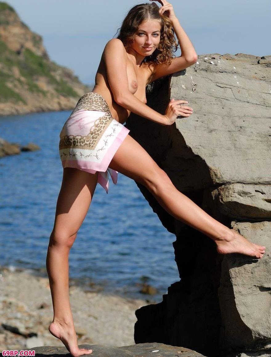 名模philomena在海边的风情人体,泰国人体gogo9rt