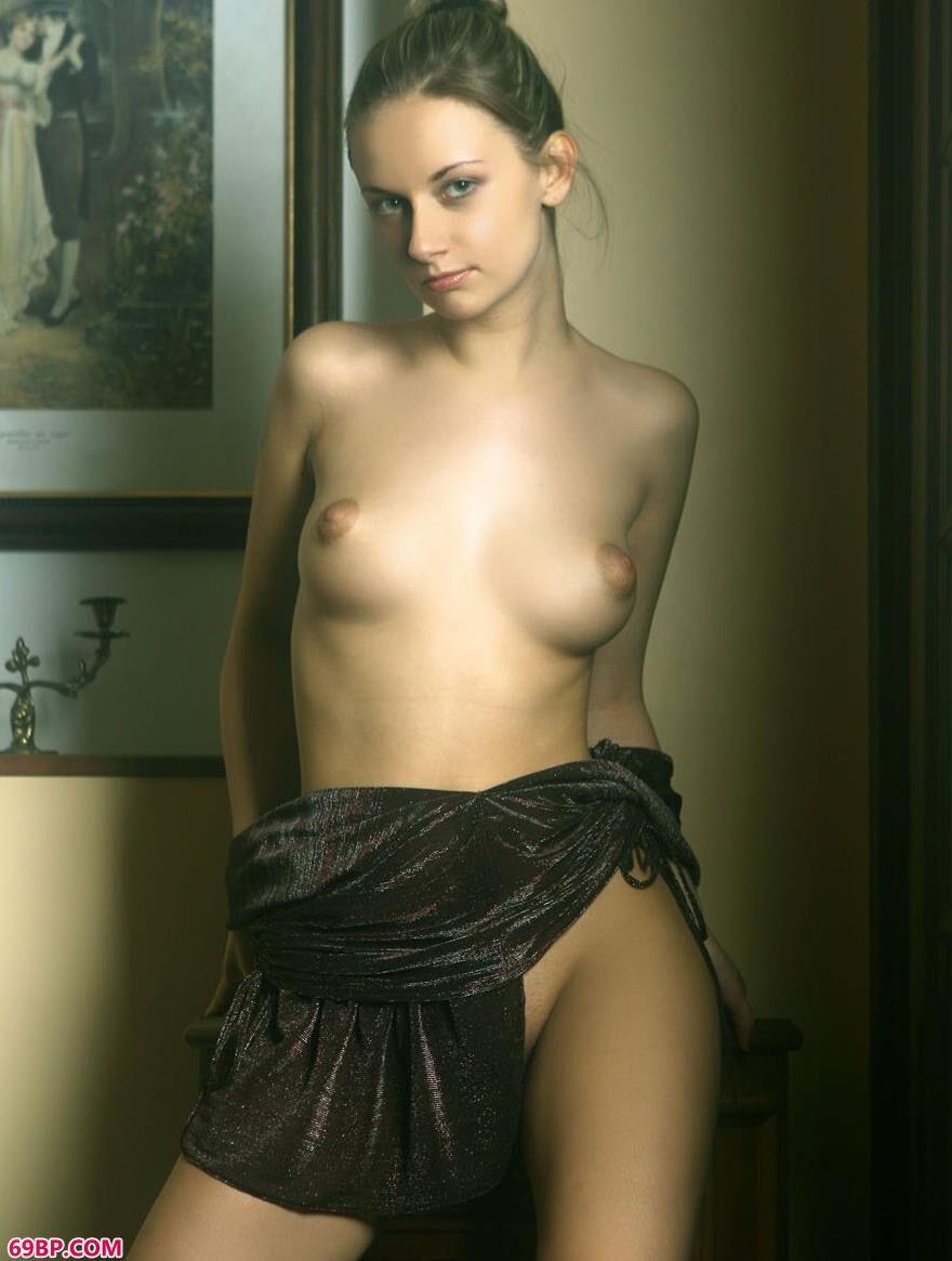外国美人琳达室内人体艺术5