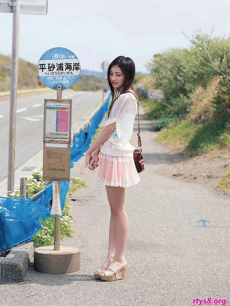美国人禽交ooo_长头发美人�L�Y香海滩外拍绝美写真