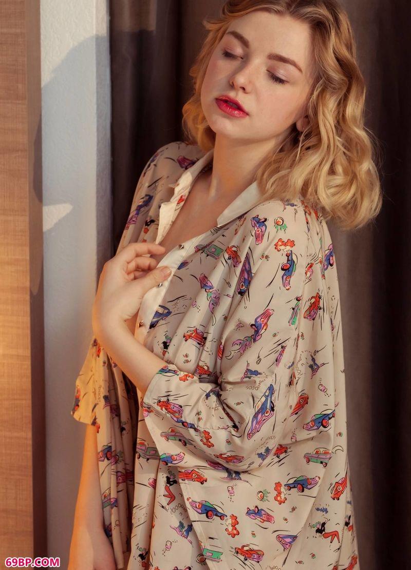 气质高雅的公主Daniel_美女人体模特图片