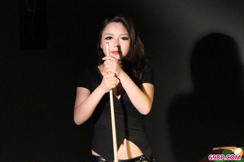 """台球""""皇后""""美西_少妇国模梅馨63m私拍"""