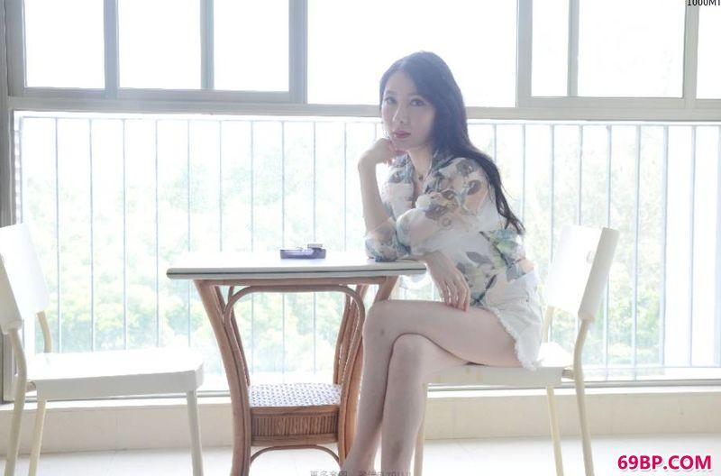 丰腴国模郁萱窗台下人体_温柔而美丽的xixi模特�菲